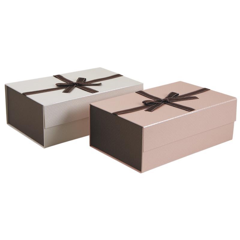Boîtes en carton avec logo