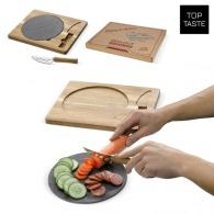 Assiette de service en ardoise avec planche de bois et couteau