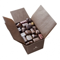 Ballotin 52 chocolats personnalisés noirs emballé Papier Marron et ruban brun