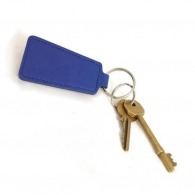 Porte clé logoté trapèze en cuir