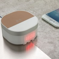 Despertador digital con cargador inalámbrico