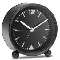 El reloj despertador refleja... más bien...