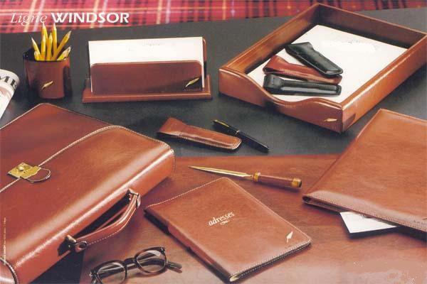 sous main personnalisable en cuir plaque souple windsor format 41 x 31 01315v0035585 partir. Black Bedroom Furniture Sets. Home Design Ideas