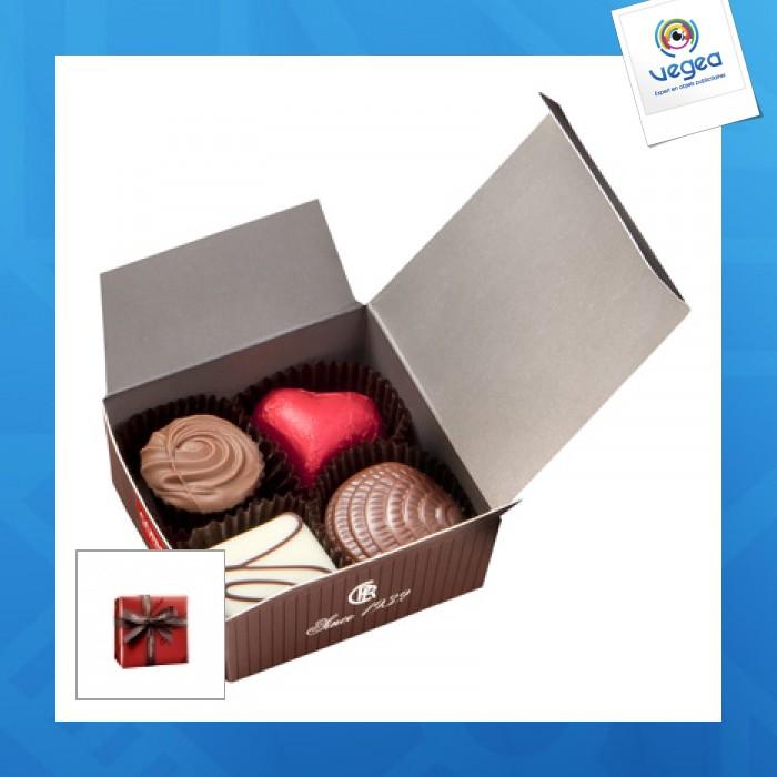 Mini ballotin 4 chocolats assortis emballé papier  rouge avec ruban.