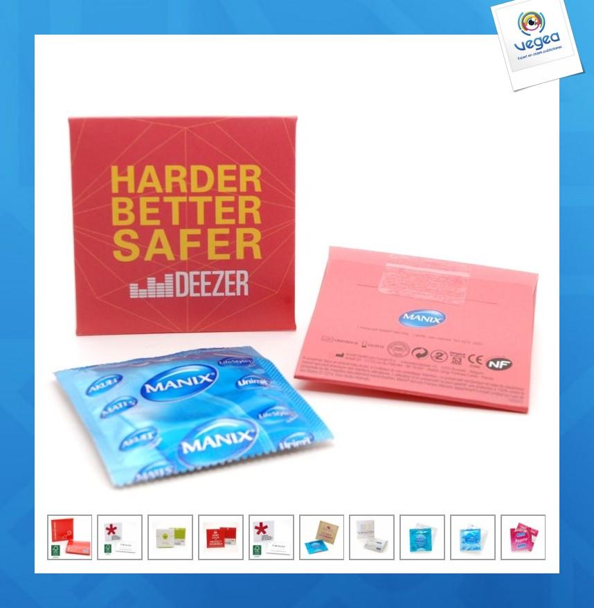 Preservativo en una bolsa cuadrada